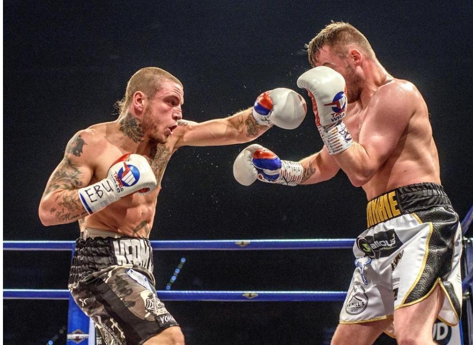 Kerman desenfundó de nuevo: KO a Gavin en cuatro asaltos